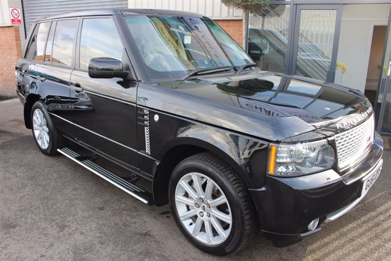 used Land Rover Range Rover TDV8 VOGUE SE-IMMACULATE VOGUE WITH DEPLOYABLE SIDESTEPS. in warrington-cheshire