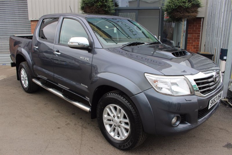 used Toyota Hilux INVINCIBLE 4X4 D-4D DCB in warrington-cheshire