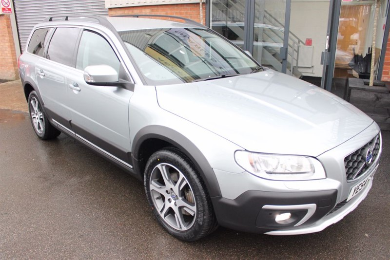 used Volvo XC70 D5 SE LUX NAV AWD-1 OWNER-HEATED LEATHER-P/SENSORS in warrington-cheshire