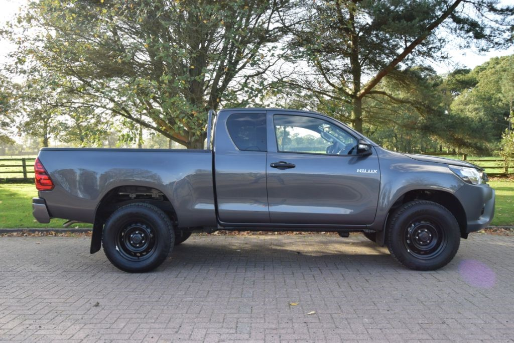used Toyota Hilux HI-LUX ACTIVE 4WD D-4D ECB PLUS VAT in knutsford-cheshire