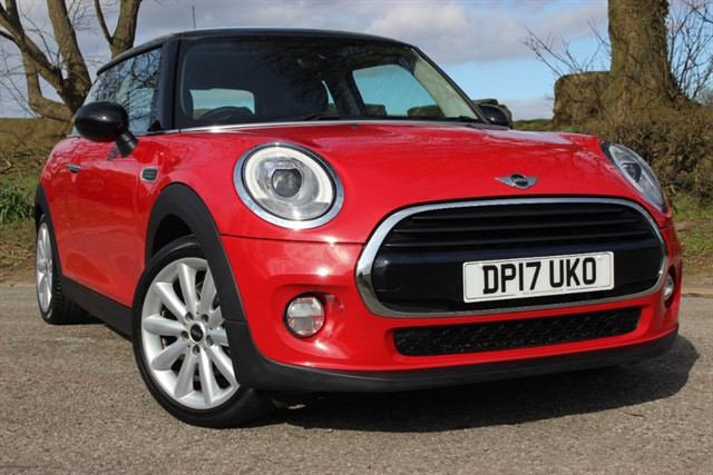used MINI Cooper 'Chili Pack' Auto in sheffield-south-yorkshire
