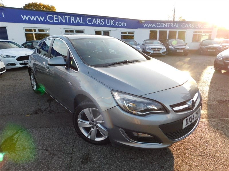 used Vauxhall Astra SRI in leigh