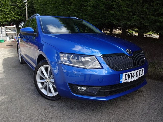 used Skoda Octavia TDI Elegance (105bhp) (Estate) in herefordshire-for-sale