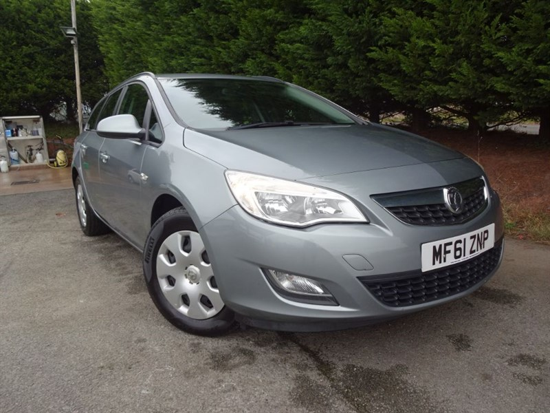 used Vauxhall Astra CDTI ECOFlex ES (110bhp) (Estate)  in herefordshire-for-sale