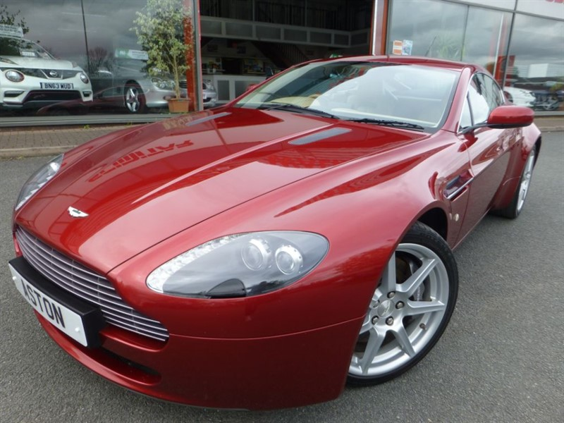 used Aston Martin Vantage V8 + 1 LOCAL OWNER + LOW MILES + SAT-NAV + BEST COLOUR COMBINATION + WOW ++ in chester