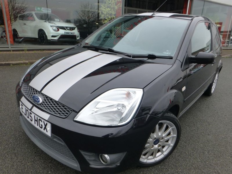 used Ford Fiesta ZETEC S + AIR-CONDITIONING + LADY OWNER LAST 8 YEARS + PRIVACY GLASS + LOVE in chester