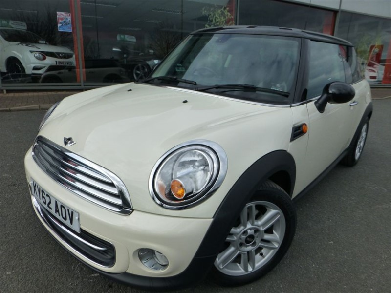 used MINI Hatch COOPER + ONLY 2 LOCAL LADY OWNERS + SAT-NAV + HALF LEATH + CLIMATE AIR-CON in chester