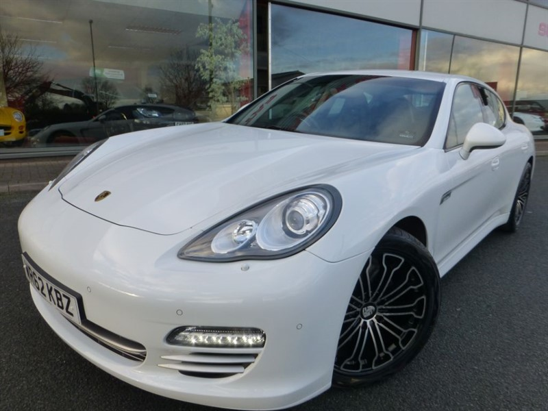 "used Porsche Panamera PLATINUM EDITION D V6 TIPTRONIC + 1 LADY OWNER + FPSH + BOSE + 20"" ALLOYS in chester"
