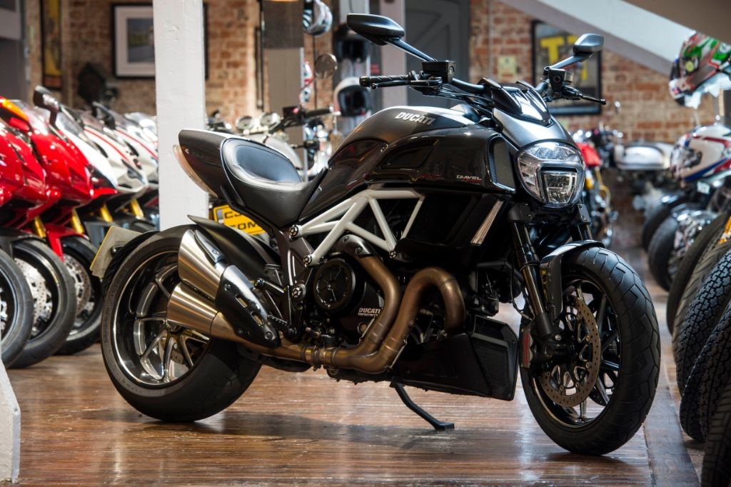 used carbon black ducati diavel for sale south yorkshire. Black Bedroom Furniture Sets. Home Design Ideas