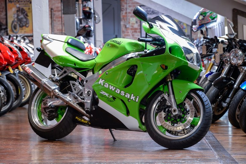 used Kawasaki ZX-7R NINJA EXCEPTIONAL P/EX TOO NICE TO TRADE in sheffield-for-sale
