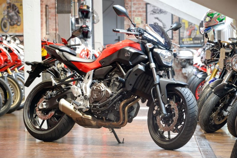 used Yamaha MT-07 STUNNING LOW MILEAGE EXAMPLE in sheffield-for-sale