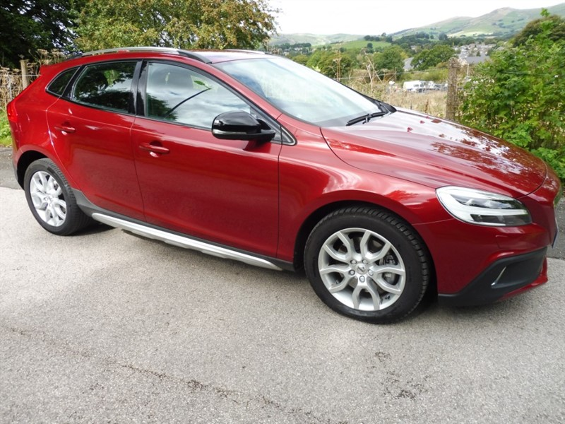 Car of the week - Volvo V40 T3 CROSS COUNTRY PRO - Only £13,600