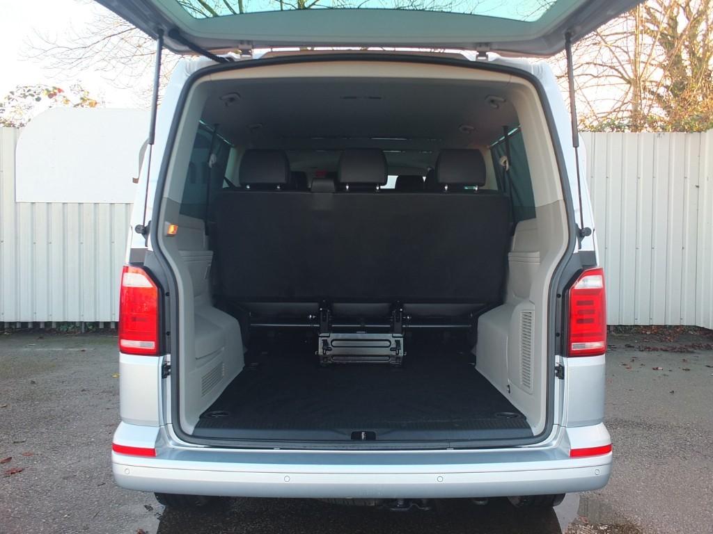 vw transporter 2 0 tdi t6 t32 lwb shuttle se 9 seater. Black Bedroom Furniture Sets. Home Design Ideas