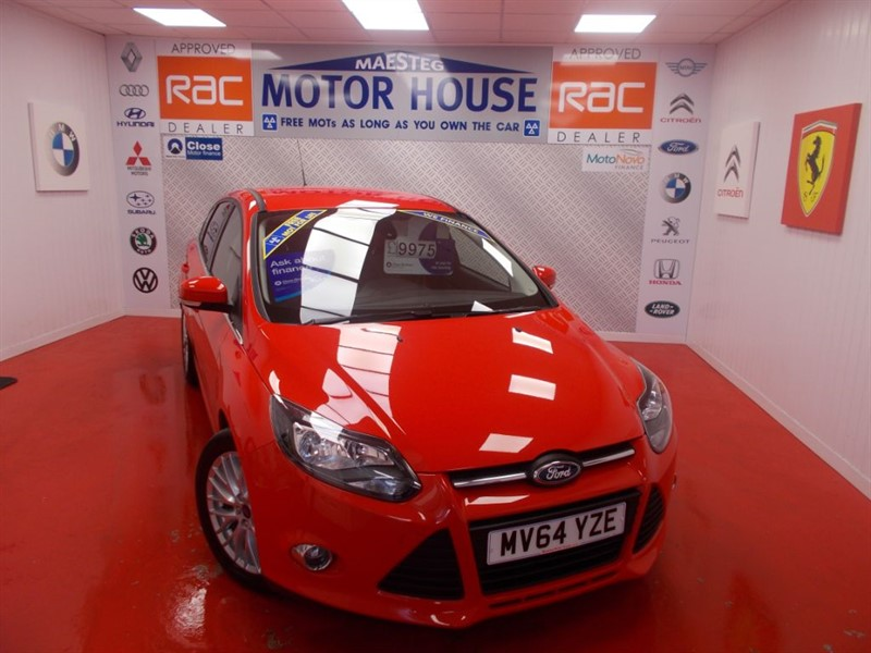 used Ford Focus ZETEC(ONLY 12000 MILES) FREE MOT'S AS LONG AS YOU OWN THE CAR!!! in glamorgan