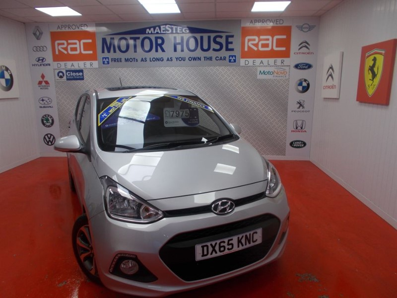 used Hyundai i10 PREMIUM SE(ONLY 6600 MILES)FREE MOT'S AS LONG AS YOU OWN THE CAR!!! in glamorgan