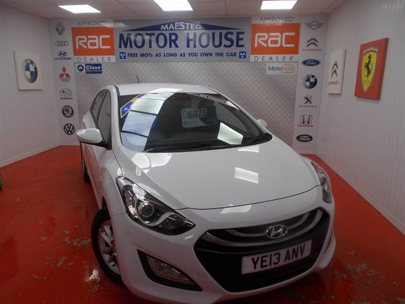 used Hyundai i30 CRDI ACTIVE BLUE DRIVE (£0.00 ROAD TAX) FREE MOT'S AS LONG AS YOU OWN THE CAR!!! in glamorgan