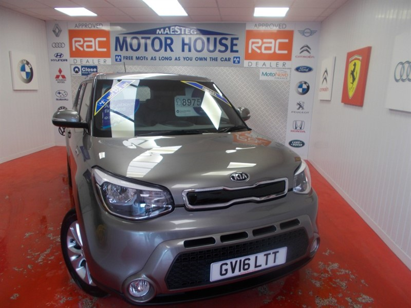 used Kia Soul CRDI CONNECT PLUS (SAT NAV & 7 YEAR WARRANTY) FREE MOT'S AS LONG AS YOU OWN THE CAR!!! in glamorgan