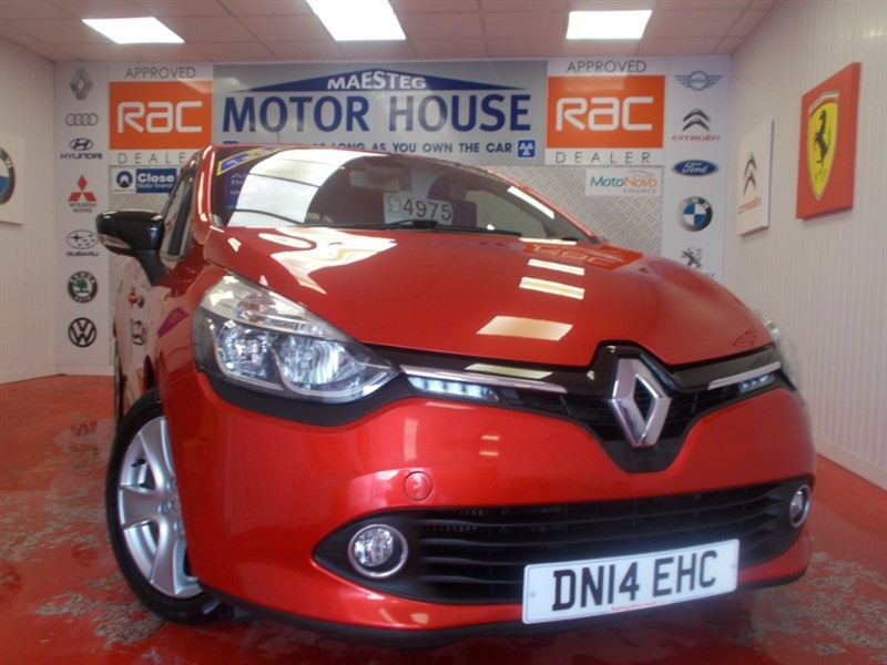 used Renault Clio DYNAMIQUE MEDIANAV (SAT NAV) FREE MOT'S AS LONG AS YOU OWN THE CAR!!! in glamorgan