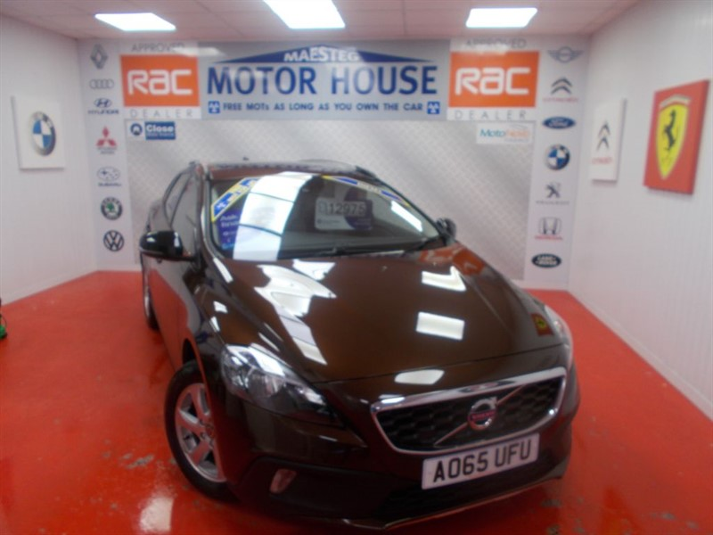 used Volvo V40 D2 CROSS COUNTRY SE(£0.00 ROAD TAX) FREE MOT'S AS LONG AS YOU OWN THE CAR!! in glamorgan