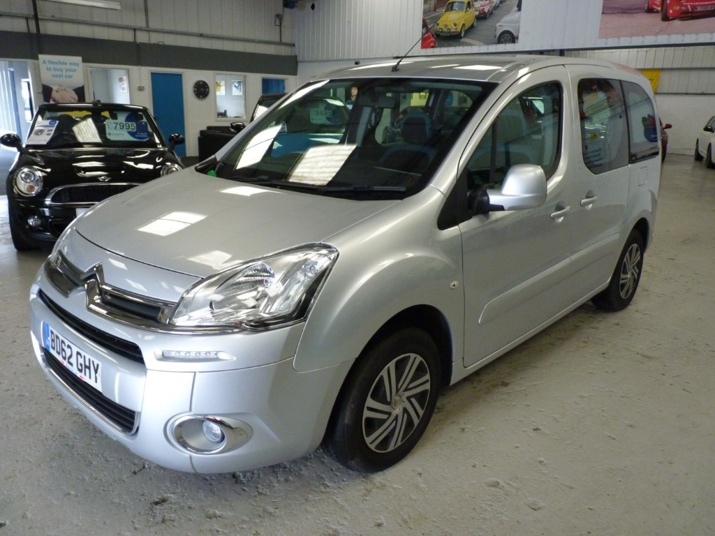 used Citroen Berlingo Multispace HDI VTR + SERVICE HIST + ADJ REAR SEATS + 2 KEYS + DEC 19 MOT in sheffield