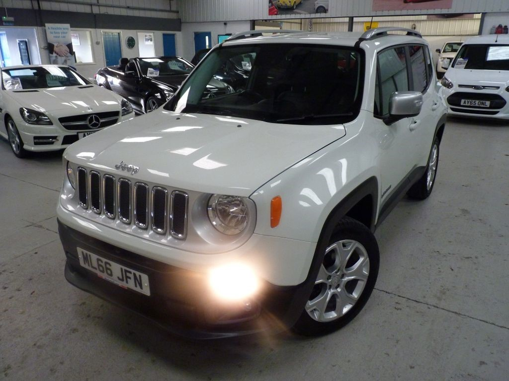 used Jeep Renegade M-JET LIMITED 4WD AUTO + FSH + SEPT 19 MOT + NAV + BT + H SEATS + LEATHER in sheffield