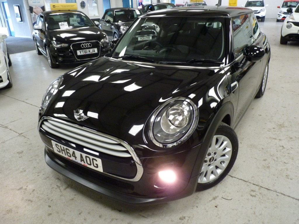 used MINI Cooper COOPER 1.5 + £4000 OF EXTRAS + SAT NAV + CHILI PACK + HALF LEATHER SPORTS SEATS + BT + 2 KEYS in sheffield