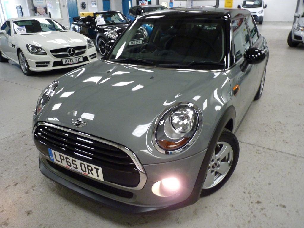 used MINI Hatch COOPER + MINI HIST + BIG SCREEN SATNAV + ONE OWNER + H SEATS in sheffield
