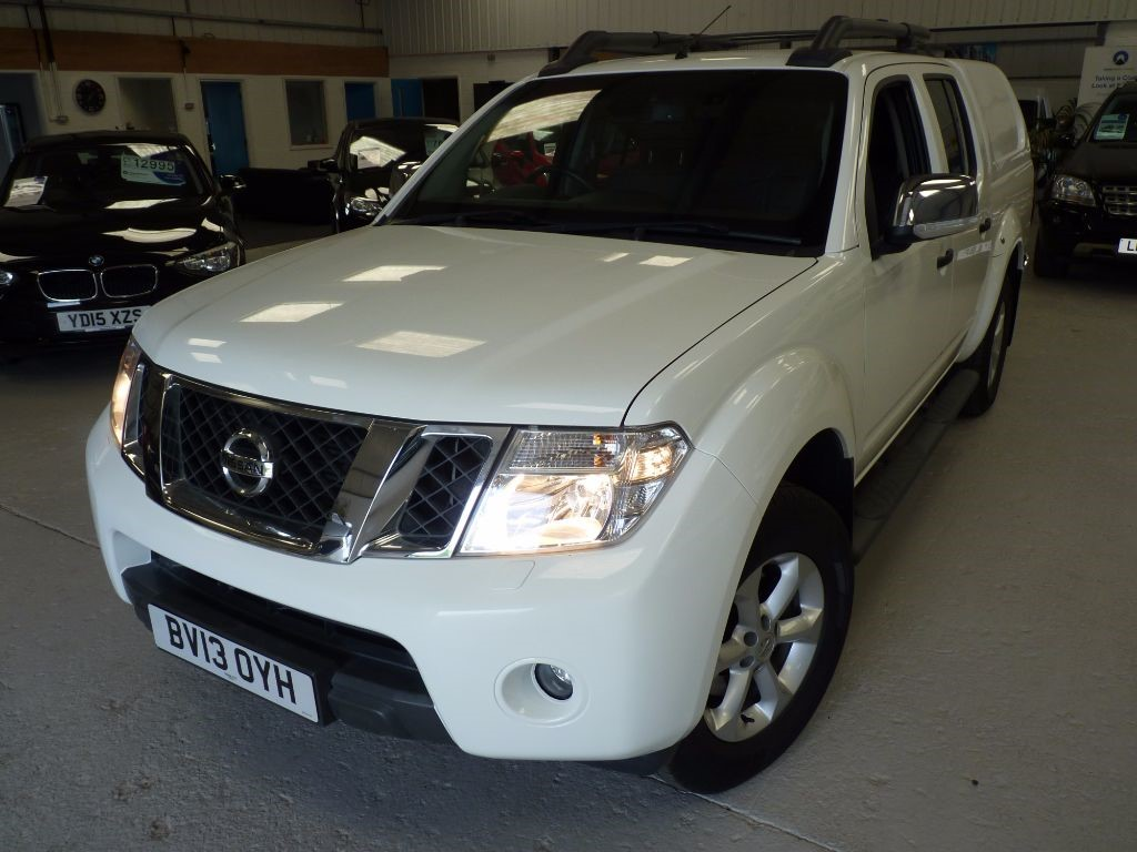 used Nissan Navara DCI TEKNA 4X4 DCB + FSH + LEATHER + MARCH 18 MOT in sheffield