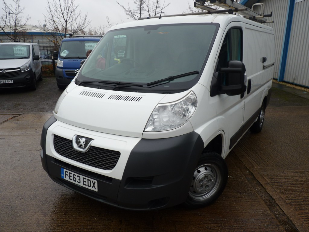 used Peugeot Boxer HDI 330 L1H1 + JUST SERVICED + OCT 20 MOT + RCL/EW/EM + 6 SPEED + RACKING in sheffield