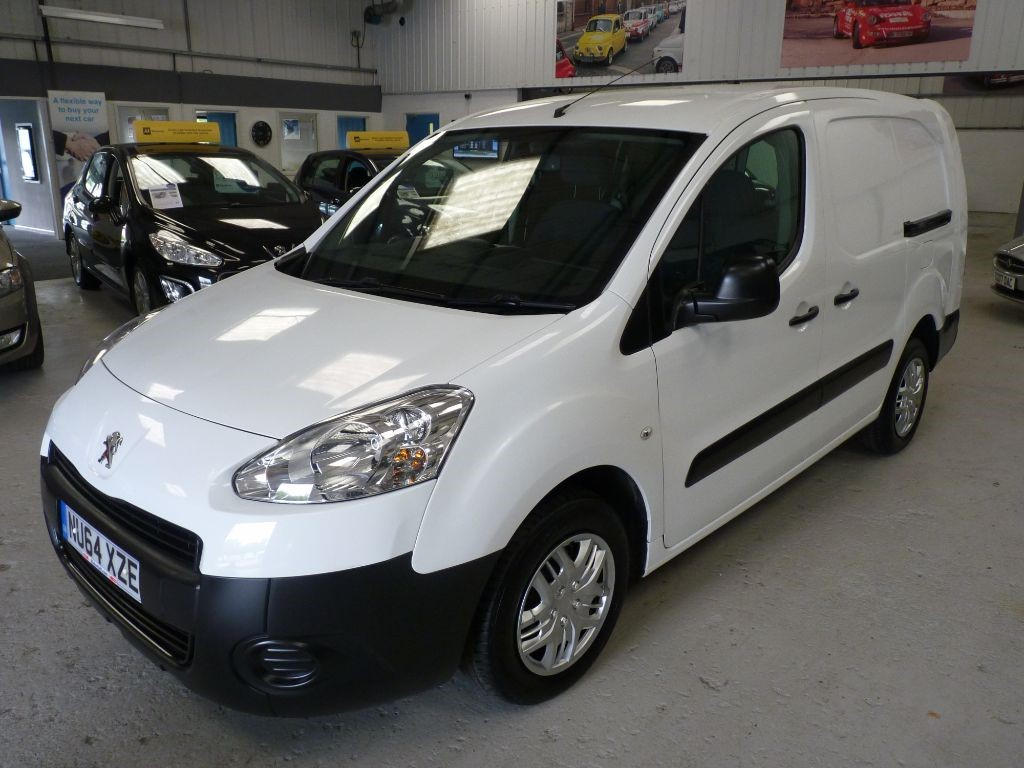 used Peugeot Partner HDI LWB L2 + 6 SERVICE STAMPS + AUG 19 MOT + 5 SEATS in sheffield