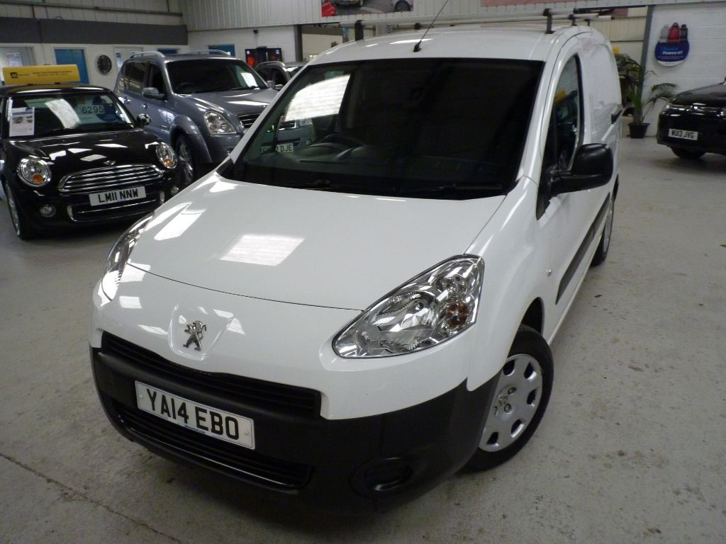 used Peugeot Partner HDI PROFESSIONAL L1 + 6 SVS + BT + 1 OWNER in sheffield