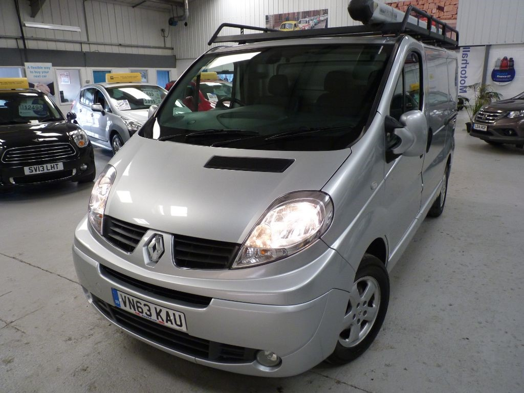 used Renault Trafic SL27 SPORT DCI SWB + 3 SVS + JUST SVS + NAV/BT in sheffield