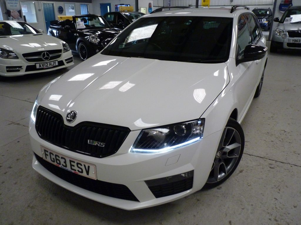 used Skoda Octavia VRS 2.0 ESTATE+ 6 SERVICES + OCT 19 MOT + 2 KEYS + £30 TAX + BT/AC in sheffield