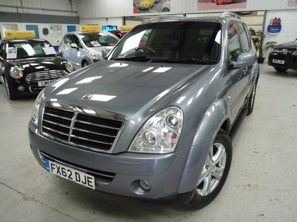 used Ssangyong Rexton 270 EX 7 SEATER + JUST SVS + 1 OWNER + 4WD in sheffield