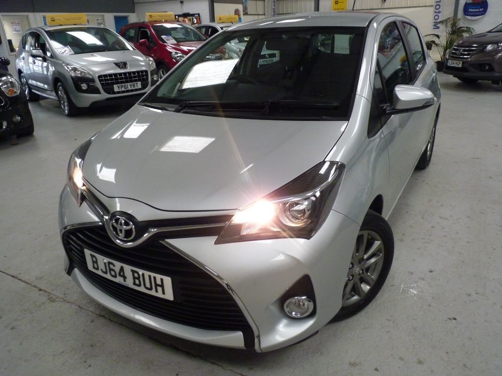 used Toyota Yaris VVT-I ICON M-DRIVE S + JUST SVS + 1 OWNER + AUTO in sheffield