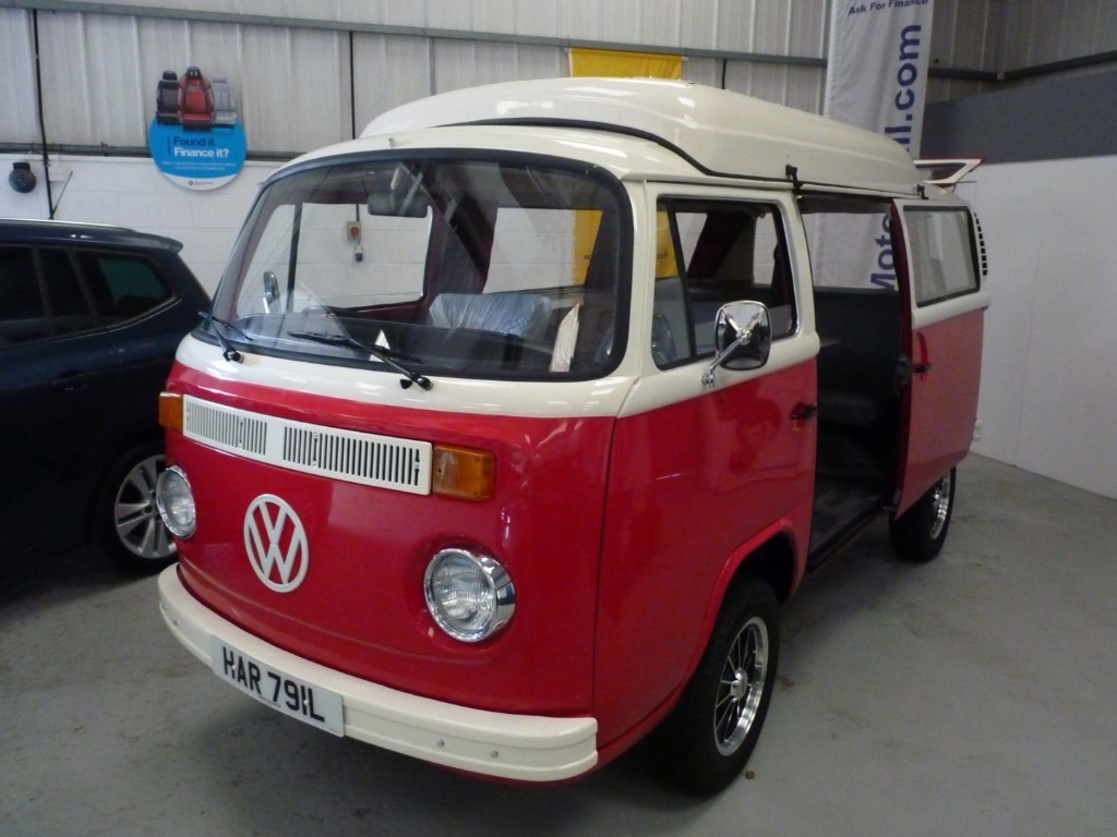 used VW Camper REDUCED TO £19995 +BAY WINDOW + POP UP ROOF + RECENT BILL OVER £6000 in sheffield