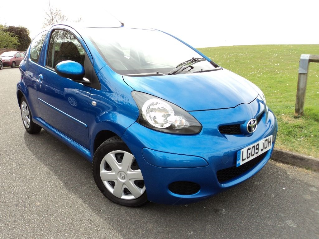 toyota aygo blue vvt i 20 tax up to 72mpg for sale epsom downs surrey belmont garage. Black Bedroom Furniture Sets. Home Design Ideas