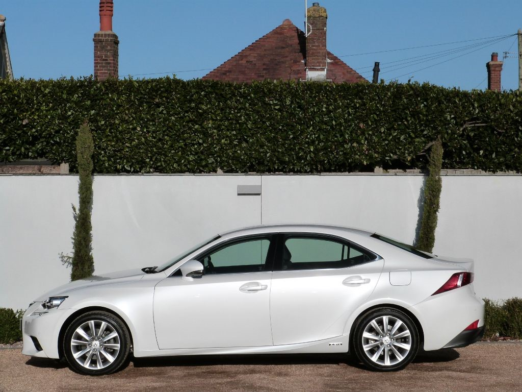 used arctic white lexus is 300h for sale dorset. Black Bedroom Furniture Sets. Home Design Ideas