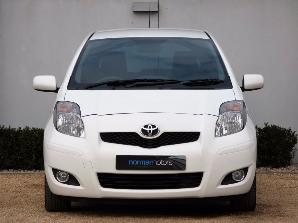 used cirrus white toyota yaris for sale dorset. Black Bedroom Furniture Sets. Home Design Ideas