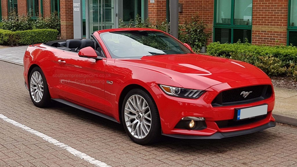 used Ford Mustang V8 GT 3dr in surrey