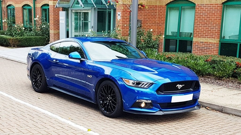 used Ford Mustang V8 GT Fastback 3dr in surrey