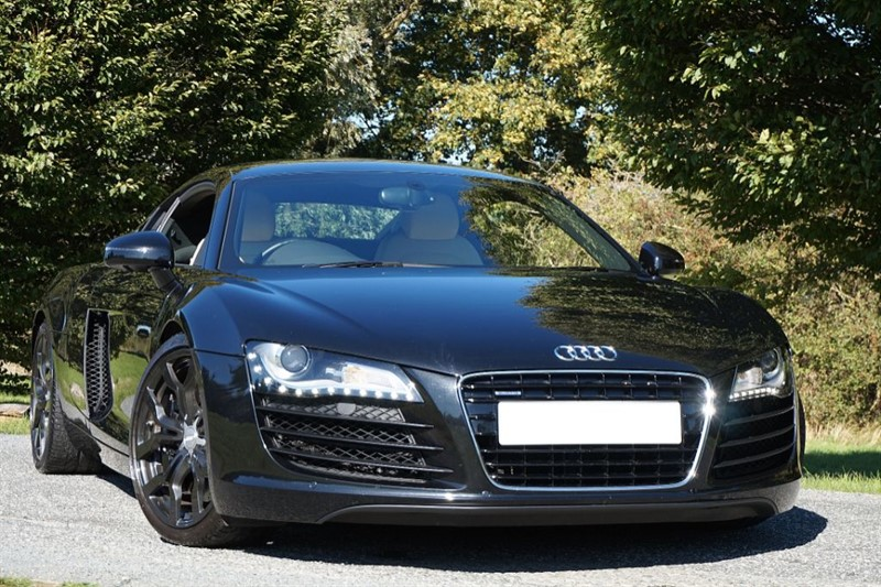 used Audi R8 QUATTRO ** V10 EXTRAS ** IMMACULATE LOW MILEAGE EXAMPLE ** in essex