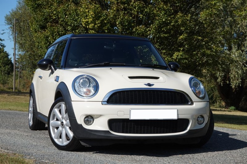 used MINI Clubman COOPER S ** PAN ROOF ** FULL HEATED LEATHER ** TOP SPEC ** in essex