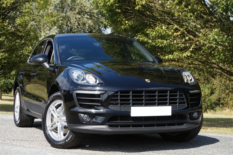 used Porsche Macan D S PDK ** 1 OWNER ** RED LEATHER ** in essex