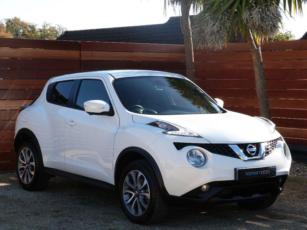 Used White Nissan Juke for Sale  Dorset