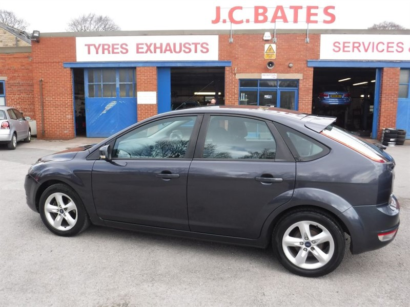used Ford Focus 1.6 ZETEC in in-huddersfield-west