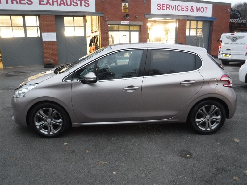 used Peugeot 208 ALLURE in in-huddersfield-west