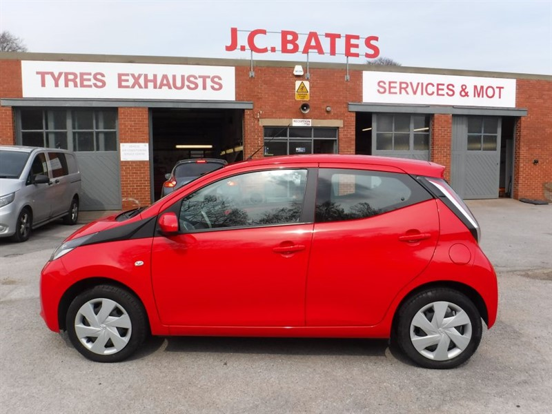 used Toyota Aygo VVT-I X-PLAY in in-huddersfield-west