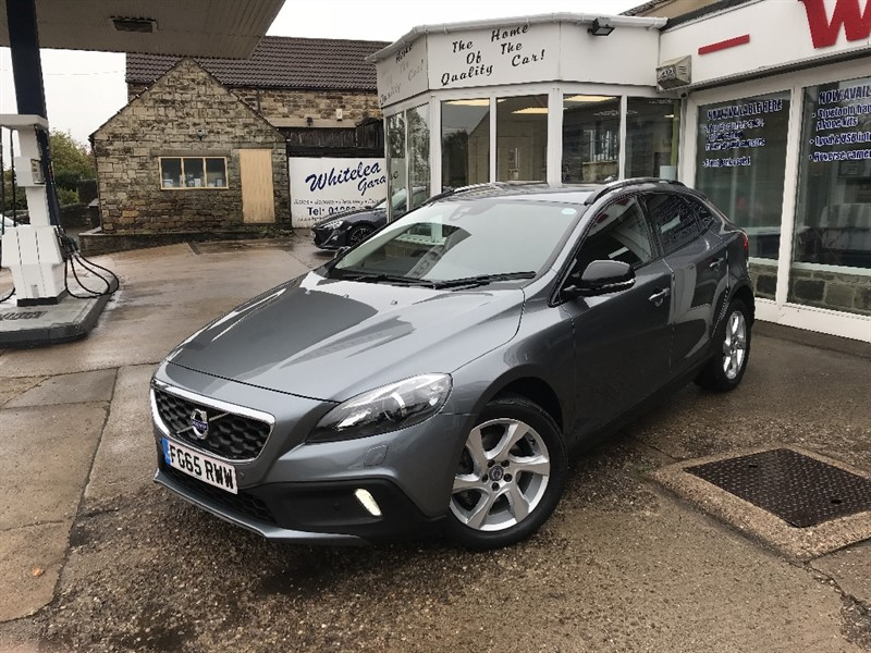 used Volvo V40 D2 CROSS COUNTRY LUX in sheffield-south-yorkshire