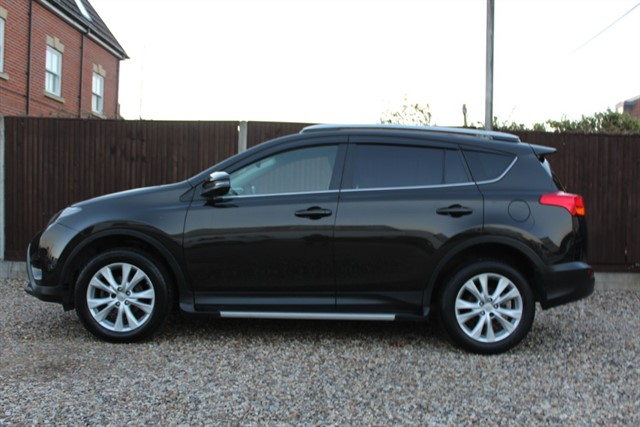 used Toyota RAV4 D-4D INVINCIBLE AWD in thatcham-berkshire